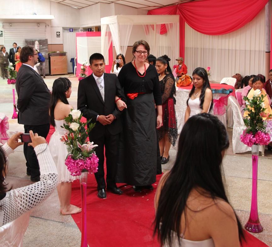 Der Einzug des Bräutigams mit der Madrina (Patin)